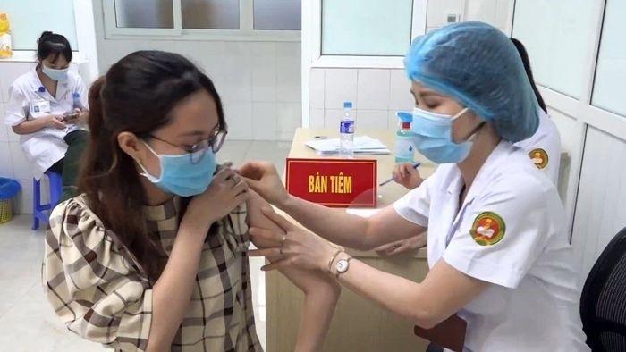 Khoảng cách giữa 2 mũi tiêm vắc xin phòng COVID-19 cách xa nhau có ảnh hưởng gì không?