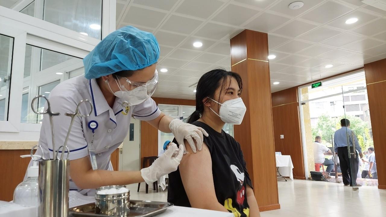 Thành phố Hồ Chí Minh triển khai tiêm Vaccine SINOPHARM